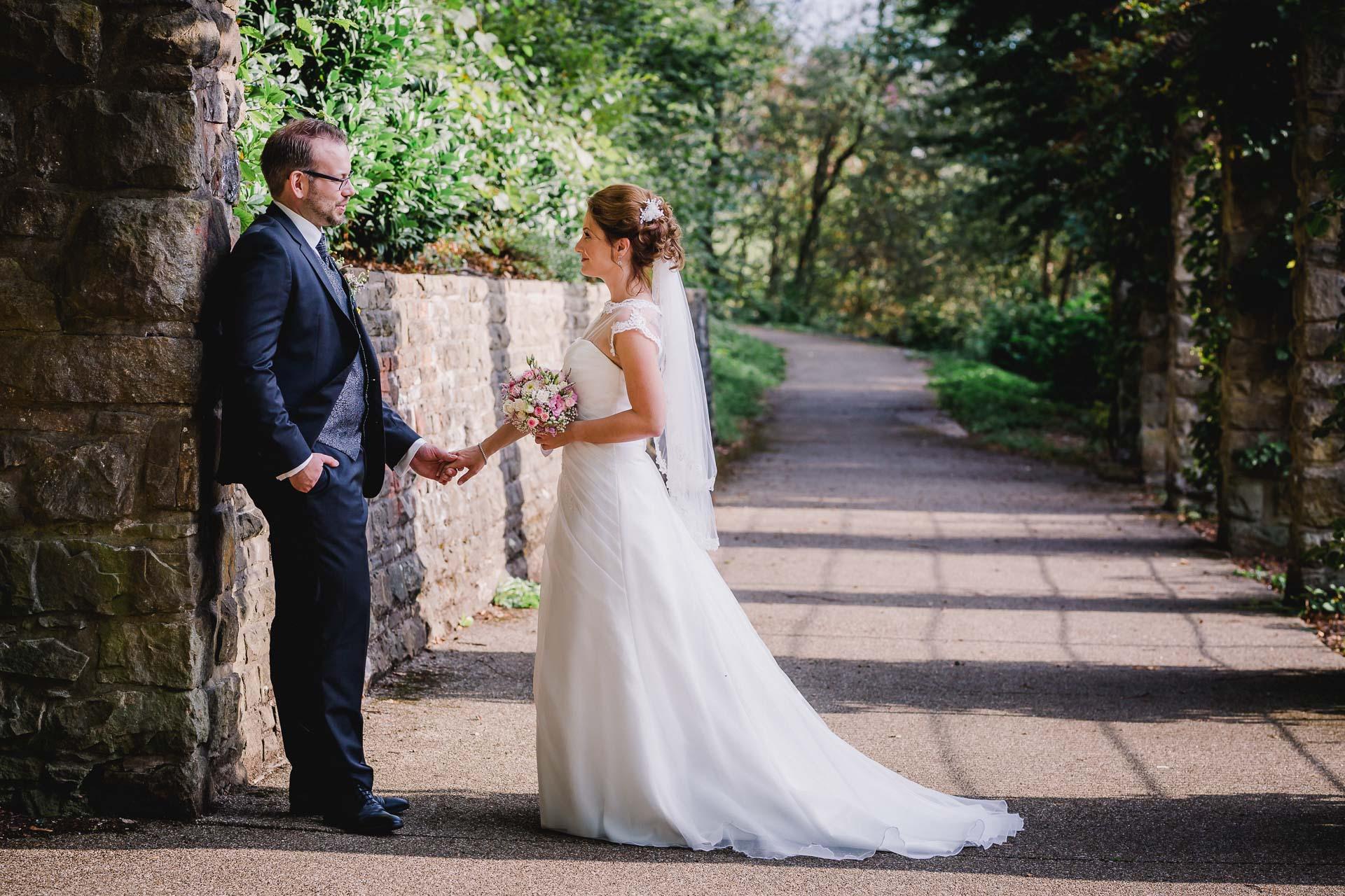 Freie Trauung am Parkhotel Velbert mit Brautpaarshooting im Herminghauspark