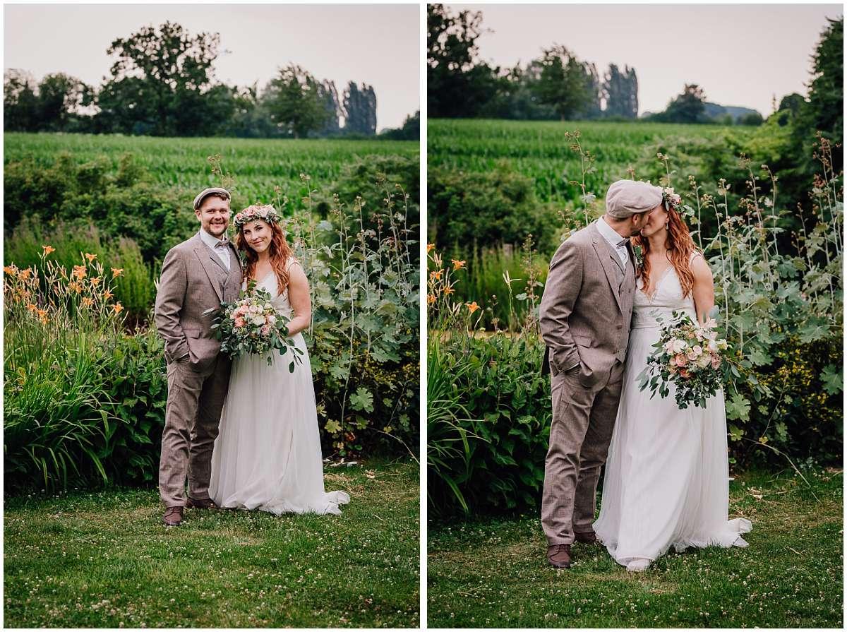 Brautpaarshooting im Grünen auf dem Eventbauernhof Sprikeltrix in Erwitte im Kreis Soest