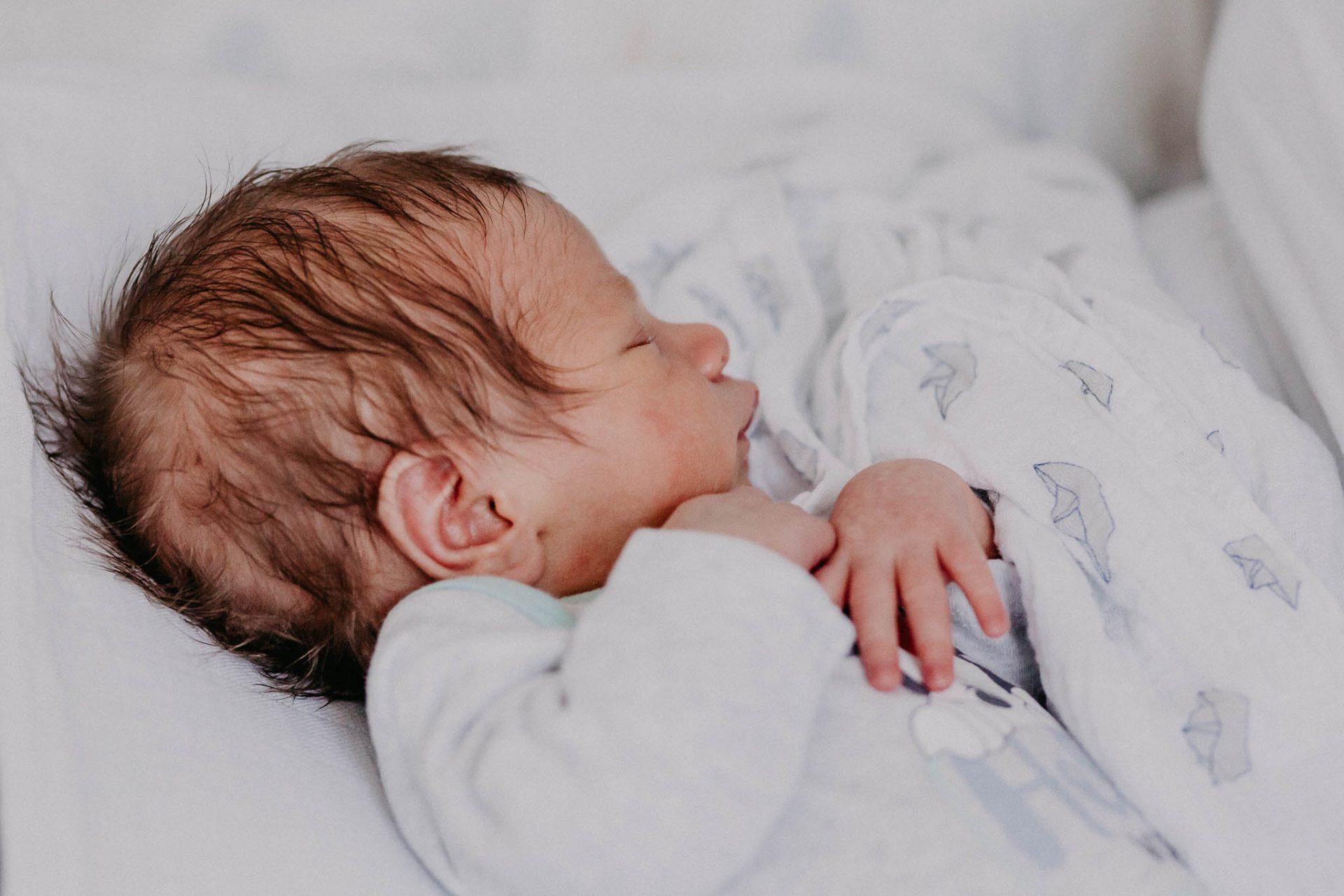 Neugeborenenreportage Newbornshooting Homestory Hattingen Ruhrgebiet