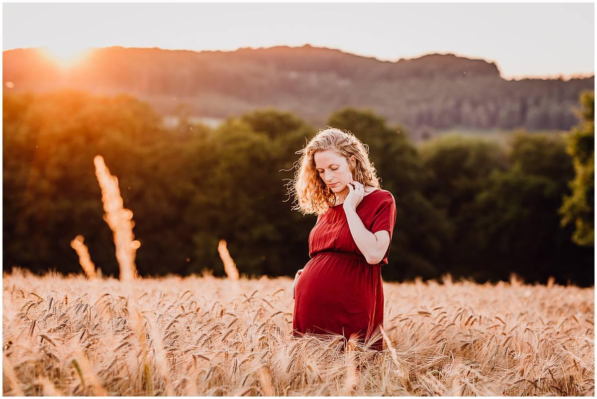 Fotograf Hattingen Babybauchfotos Babybauchshooting Natur Sonnenuntergang