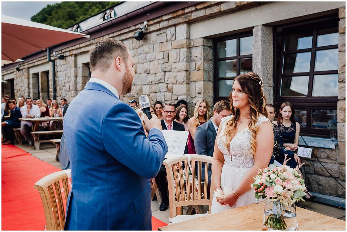 Hochzeitsfotograf Bochum Sommerhochzeit Corona draussen freie Trauung Kemnader See Seeblick Bochum