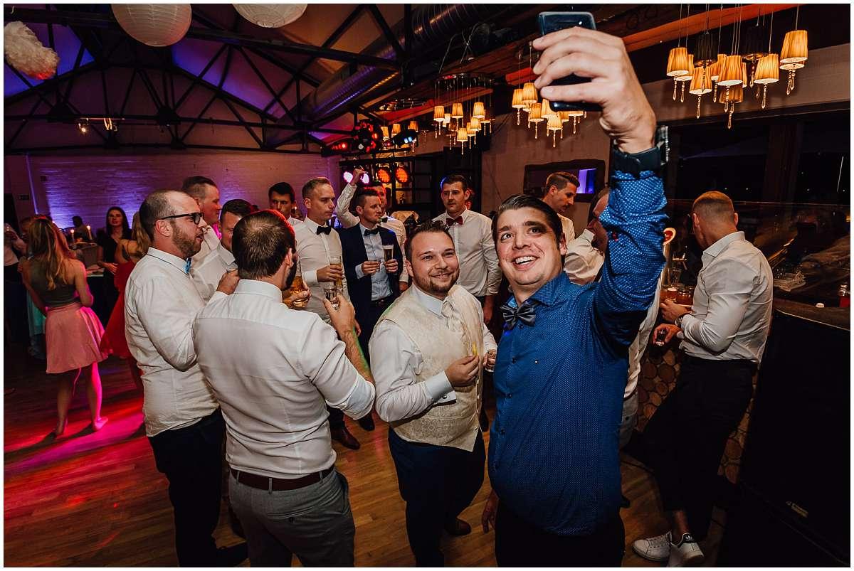 Hochzeitsfotograf Bochum Sommerhochzeit Corona draussen freie Trauung Kemnader See Seeblick Bochum Hochzeitsfeier Hochzeitsparty