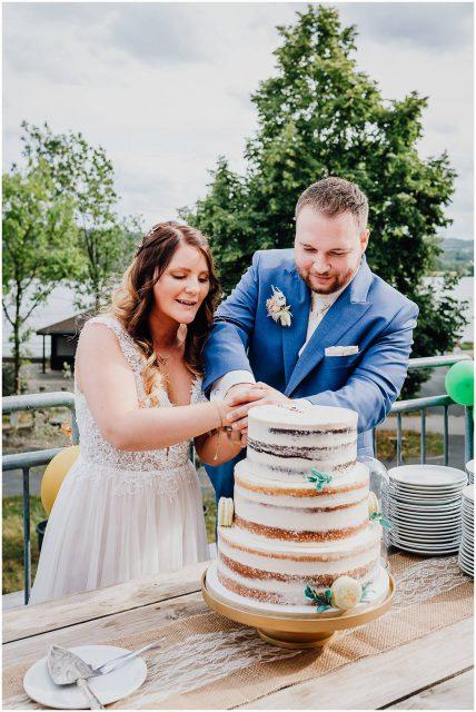 Hochzeitsfotograf Bochum freie Trauung Kemnader See Brautpaar Hochzeitstorte