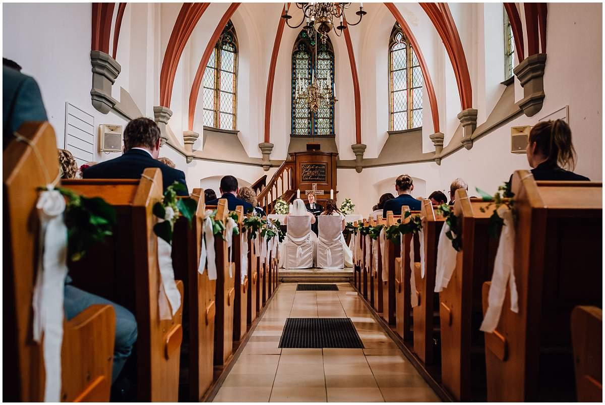 Hochzeitsfotograf Dinslaken Lesbische Hochzeit Frauenhochzeit gleichgeschlechtliche Ehe kirchliche Trauung Dorfkirche Hiesfeld Dinslaken