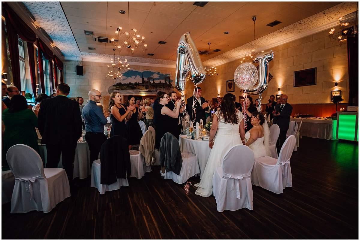Hochzeitsfotograf Dinslaken Lesbische Hochzeit Frauenhochzeit gleichgeschlechtliche Ehe Hochzeitsfeier Opgen-Rheins Zum Johanniter Duisburg