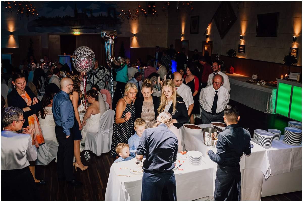 Hochzeitsfotograf Dinslaken Lesbische Hochzeit Frauenhochzeit gleichgeschlechtliche Ehe Hochzeitsfeier Opgen-Rheins Zum Johanniter Duisburg Hochzeitstorte