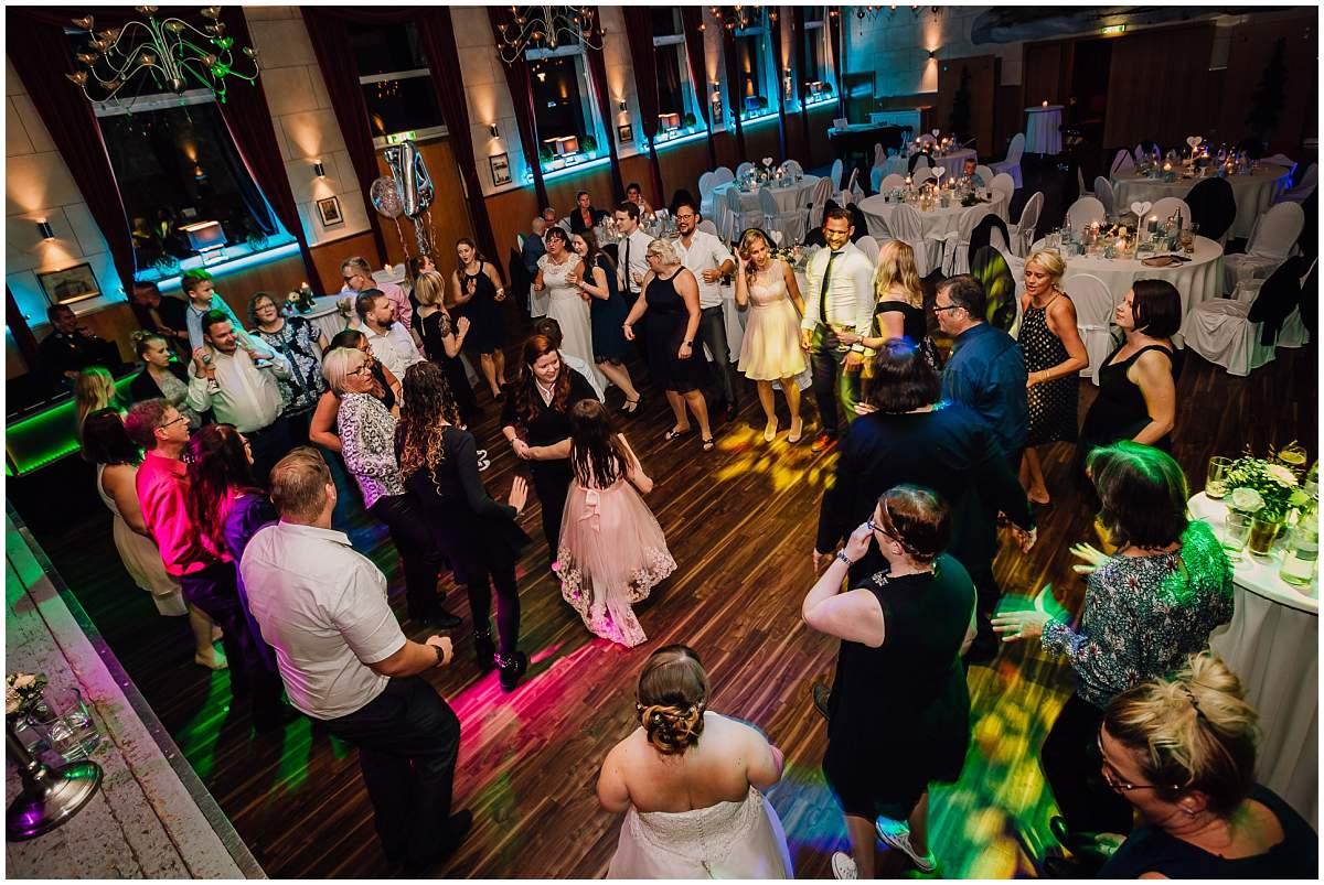 Hochzeitsfotograf Dinslaken Lesbische Hochzeit Frauenhochzeit gleichgeschlechtliche Ehe Hochzeitsfeier Opgen-Rheins Zum Johanniter Duisburg Hochzeitsparty Partyfotos