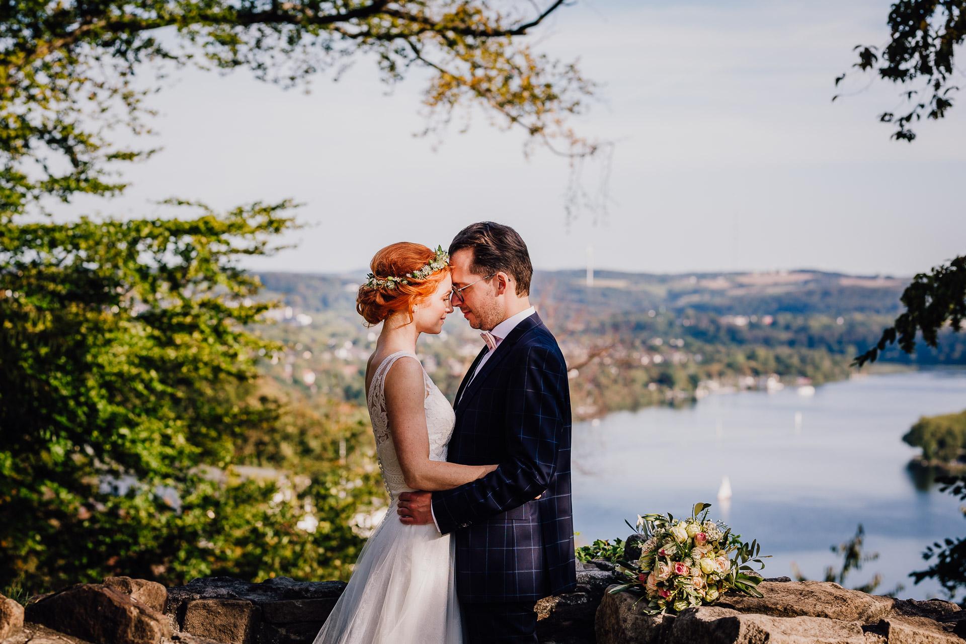 Hochzeitsfotos Brautpaar Burgruine Isenburg Essen Baldeneysee