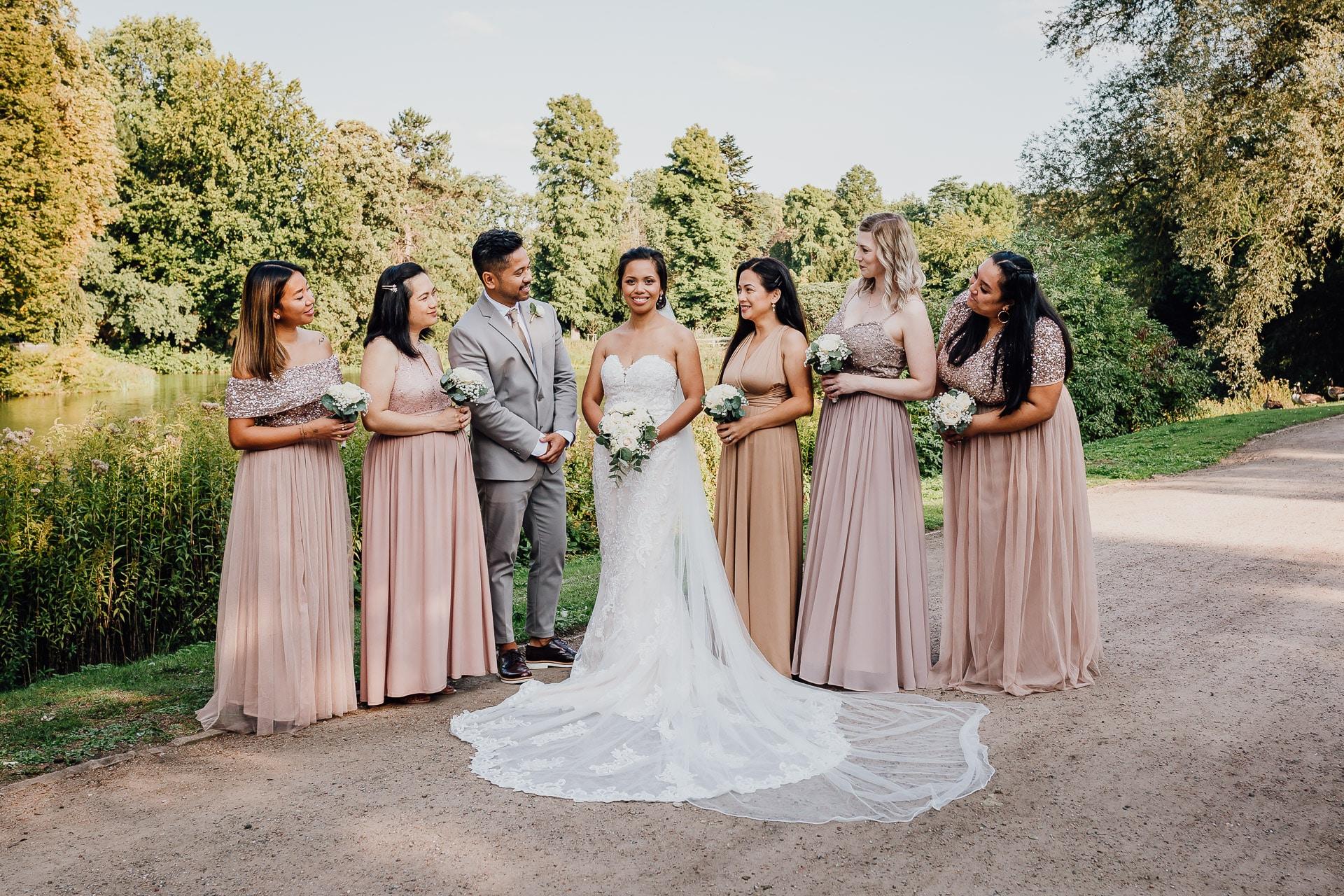 Hochzeitsfotos Gruppenfotos Braut mit Brautjungfern